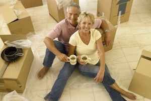 couple moving in corvallis oregon photo